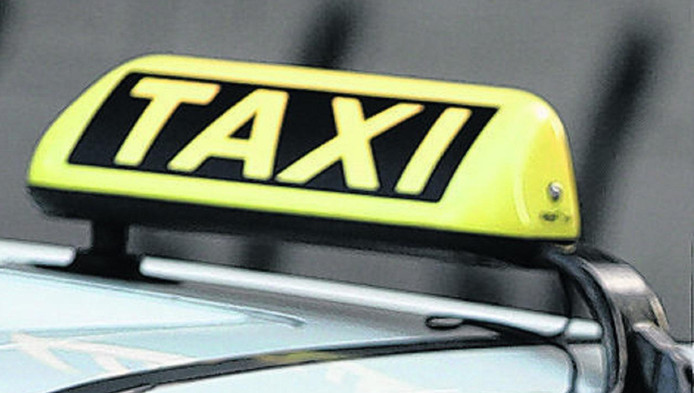 Een taxi nemen in of naar Rotterdam blijkt dikwijls geen zorgeloze onderneming.