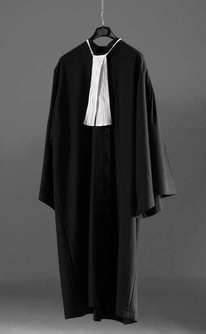 'De buitenwacht ziet advocaten als partijdige belangenbehartigers met een duur en elitair imago.'