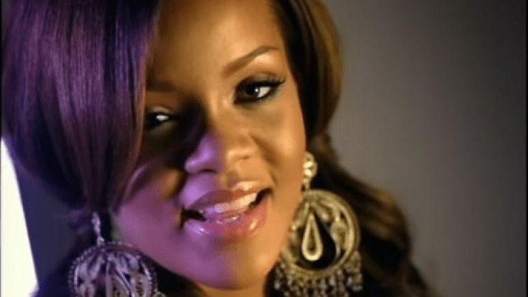 Still uit 'Pon De Replay' waarmee Rihanna in 2005 internatinaal doorbrak.