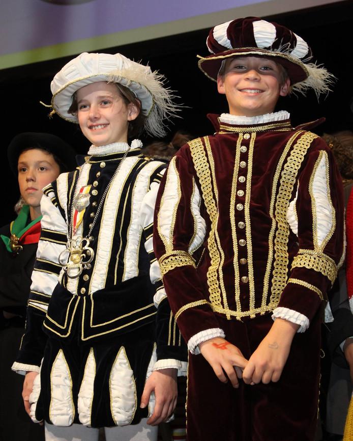Robbe van Hulst (links) als Jeugdprins, en zijn adjudant Willem Hanegraaf.