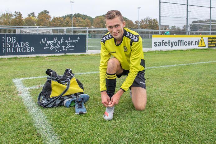 Dani Gladdines is blij dat hij zijn voetbalschoenen weer mag strikken.