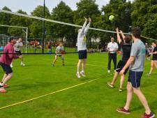 Hajraa Buitentoernooi: volleybal, bier en feesten