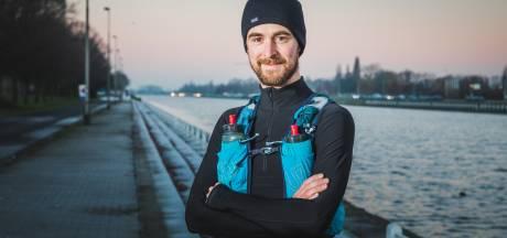 """Karel is wereldkampioen 'achtertuinlopen' met meer dan 500 kilometer op drie dagen: """"Gehaktballetjes met puree en appelmoes hebben me erdoor geholpen"""""""