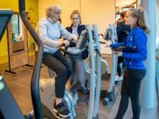Tachtig senioren werken zich in het zweet bij fittest in Ede