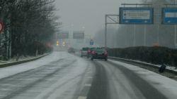 Massaal op de rem bij eerste sneeuwvlok: durven of kunnen we niet meer rijden bij winterweer ?