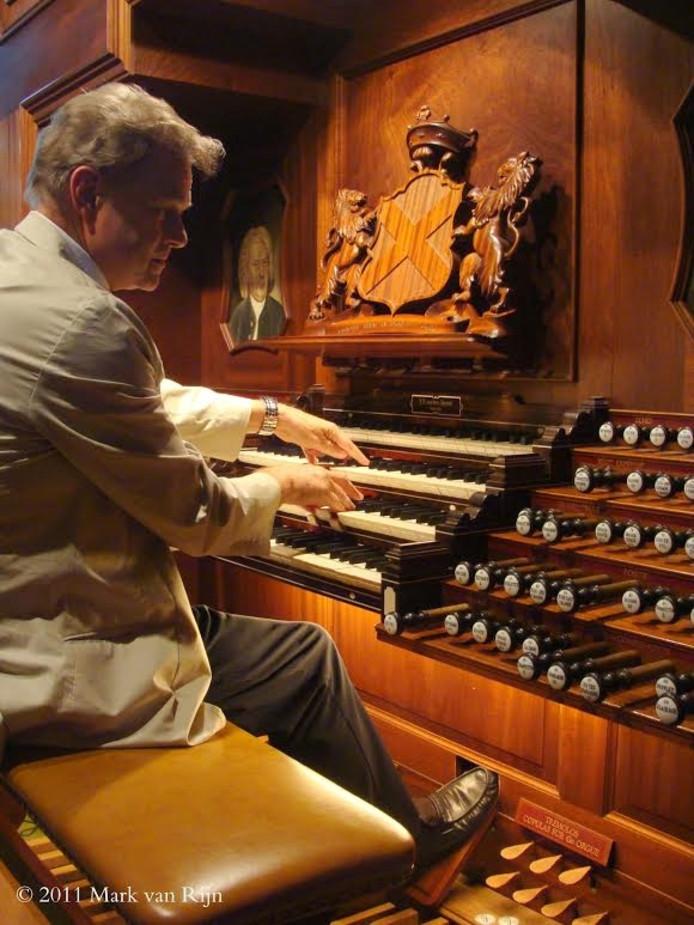 André Knevel is een Nederlands-Canadese organist die elk jaar zo'n 30 tot 40 zomerconcerten in Nederland en Duitsland geeft.
