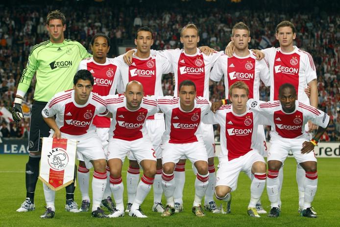 Ajax in augustus 2010 op de foto voor het duel in de voorronde van de Champions League met Dynamo Kiev.