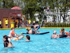 Topseizoen Halsters zwembad Melanen 'dankzij' hitte en blauwalg