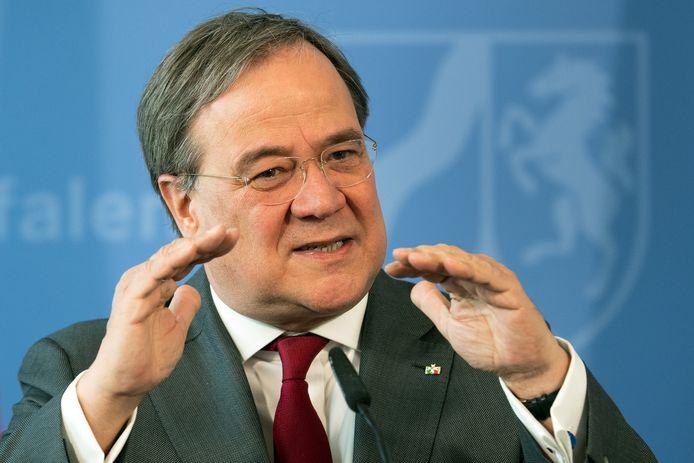 De minister-president van Nordrhein-Westfalen, Armin Laschet, zegt dat hij contact heeft met Nederland over de opvang van corona-patiënten.