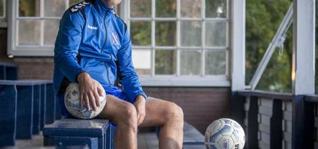 Trainer  Michael Pelupessy vertrekt bij HVV Hengelo