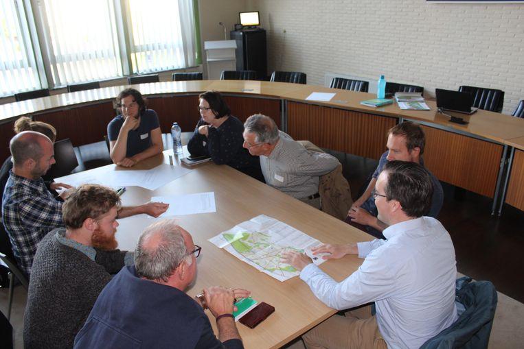 Vrijwilligers kwamen dinsdag bijeen om milieuvoorstellen te bespreken.
