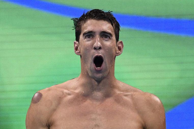 Phelps na zijn negentiende gouden medaille. Beeld null