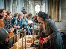Modeminnende koopjesjagers slaan hun slag op Arnhemse Stockdagen