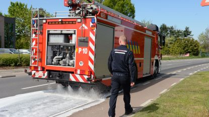 Brandweer druk in de weer met oliespoor langs N8