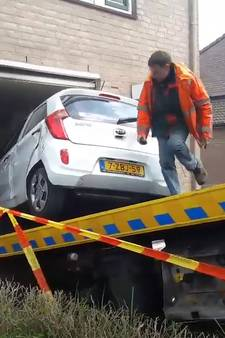 Auto rijdt woning binnen in Helmond