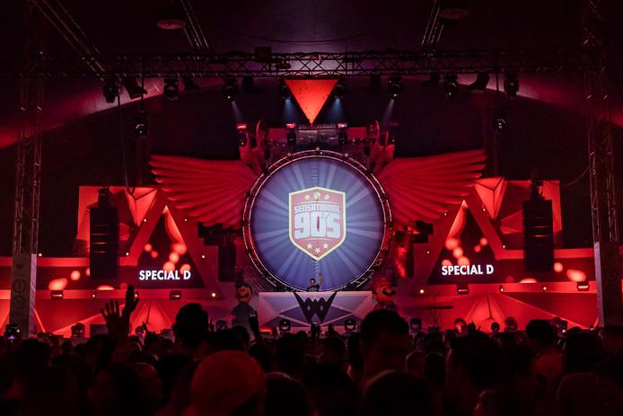 Made bouwt een feestje op de eerste editie van Sensational 90's.
