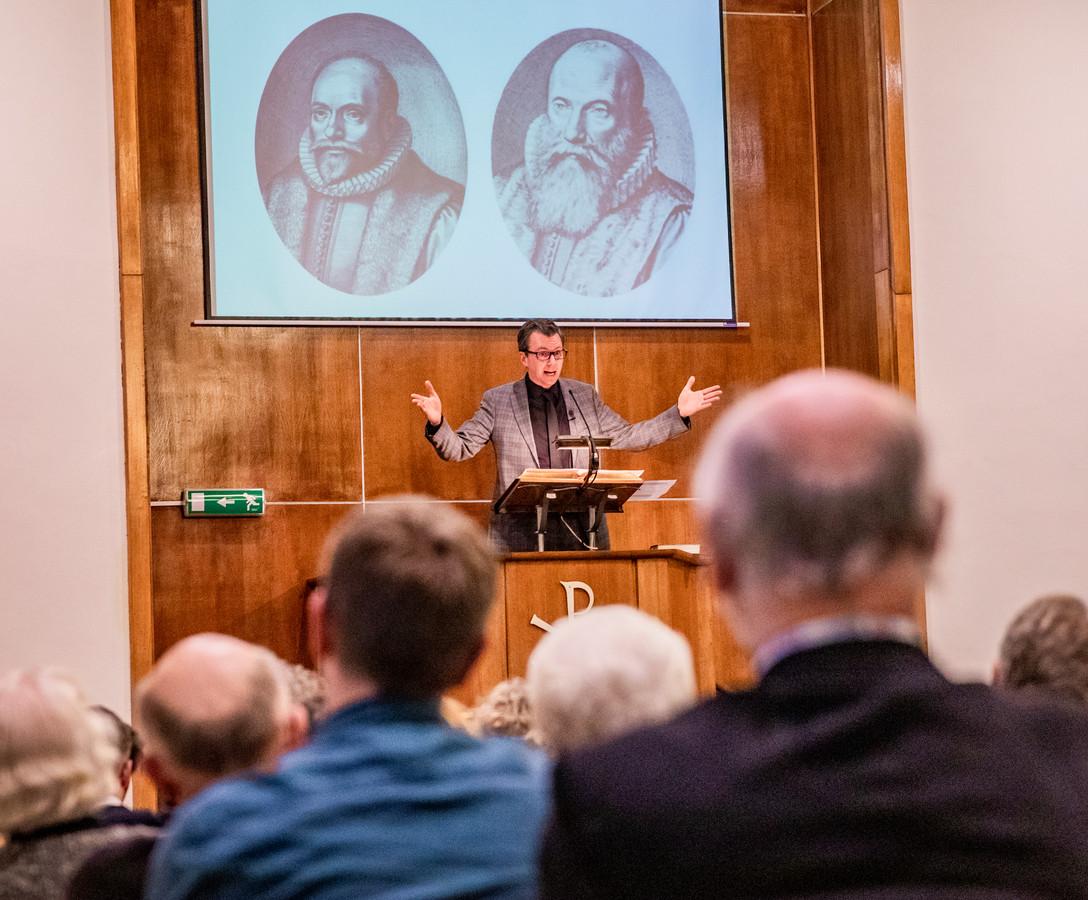 Wim de Bruin preekt in de Christelijke Gereformeerde Kerk.