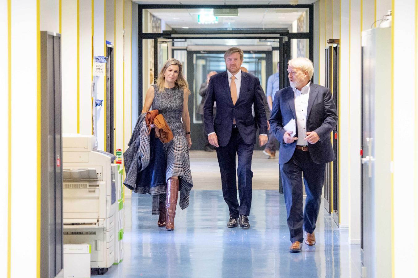 Begin april gaf Jaap van Dissel (r.) koning Willem-Alexander en koningin Máxima een rondleiding bij het RIVM in Bilthoven.