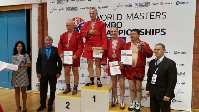 Nico Herbert (derde van rechts) met zijn vijfde WK-medaille.