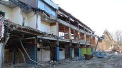 """IN BEELD: oud zwembad Eeklo na 51 jaar tegen de vlakte: """"Einde van een tijdperk!"""""""