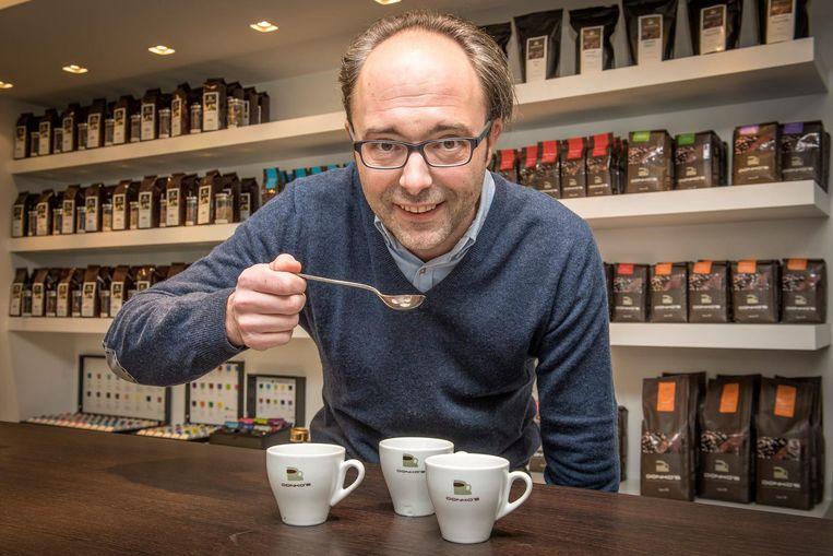 Roeselarenaar Louis Donck deelt graag zijn kennis en kunde over koffie tijdens een workshop in KOERS.