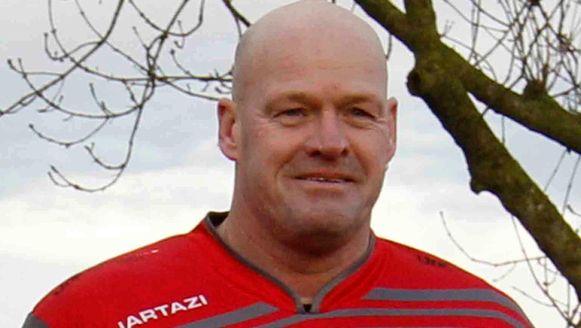 Zaterdag kreeg krachtballer Stefaan Van Nieuwkerke (50) een hartaanval op het veld.