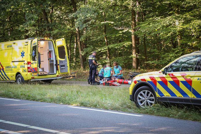 Een wielrenner is zwaargewond geraakt in Arnhem.