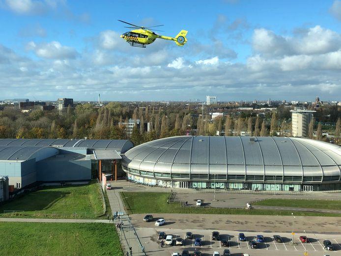 Een ic-patiënt met corona is met een helikopter opgepikt bij het Albert Schweitzer ziekenhuis in Dordrecht.