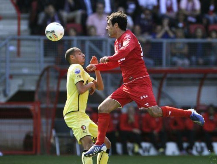 Kenneth Perez (R) van Twente in duel met Karim El Ahmadi (L). ANP Beeld