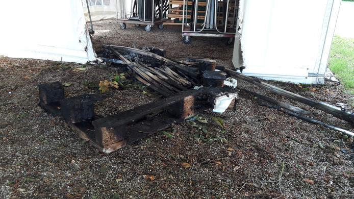 Met een pallet begon de brandstichting in het Jan Cunenpark.