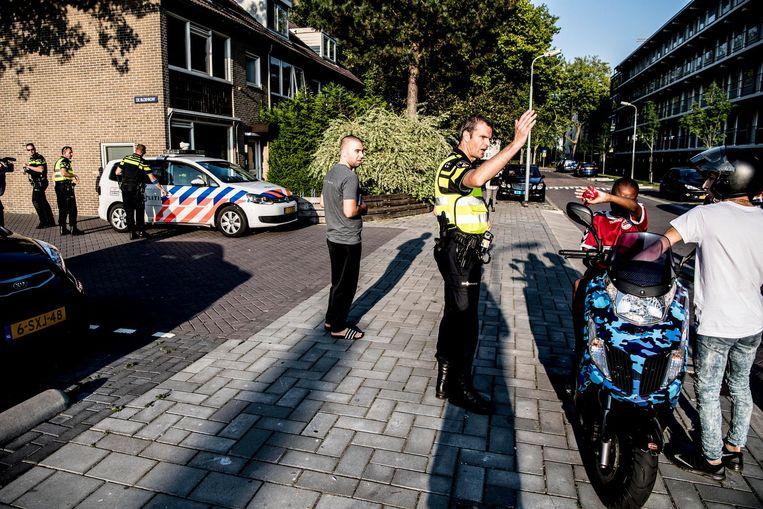 Handelend optreden van de politie in de wijk Poelenburg in Zaandam. Beeld anp