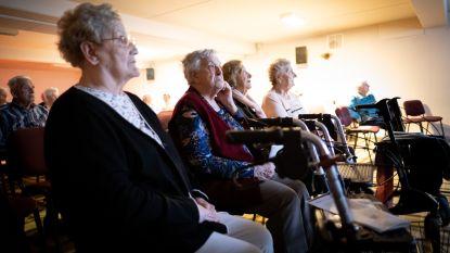 Bewoners Zonneweelde genieten van voorstelling rond Edith Piaf via livesteam