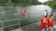 Geen lekker zomerweer, maar 87 Leiejumpers springen voor proper water