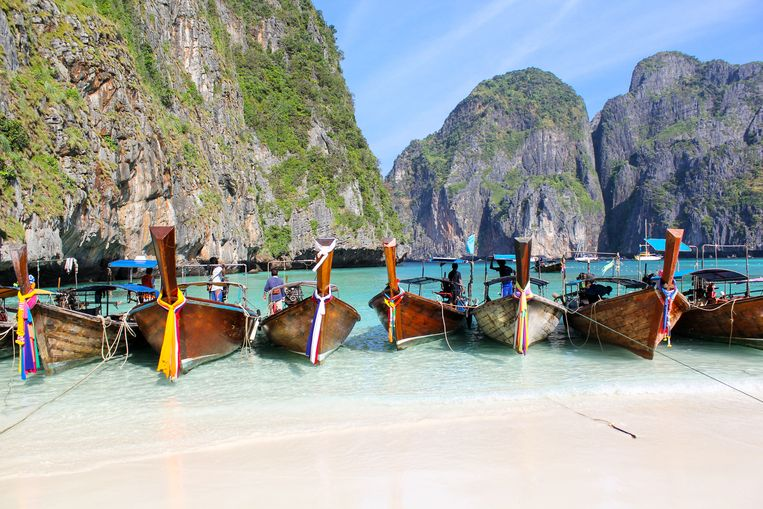 De traditionele Thaise bootjes op Maya Bay.