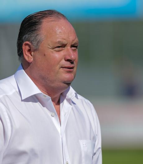 Wie moet trainer Niek Oosterlee opvolgen bij GVVV?