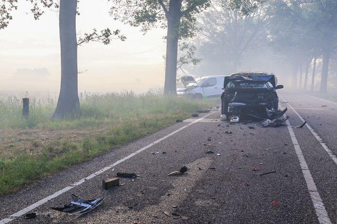 Een blik op de Oude Peelstraat in Liessel, na het ongeluk.