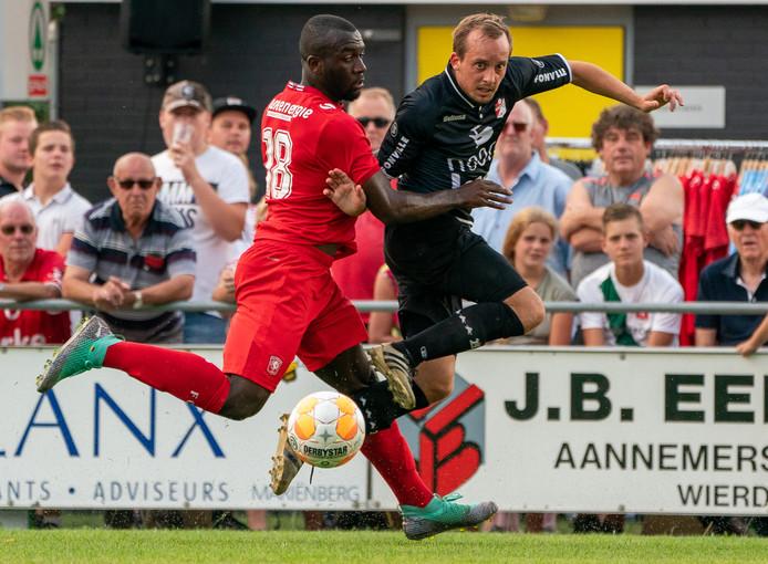 Eerste divisionist FC Twente oefent in de voorbereiding tegen eredivisionist FC Emmen.