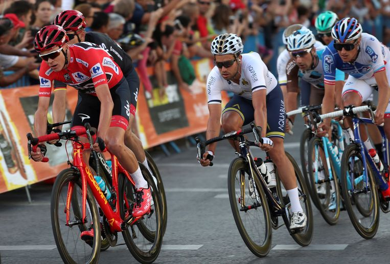 Chris Froome (L) tijdens de Vuelta Tour in 2017. Beeld REUTERS