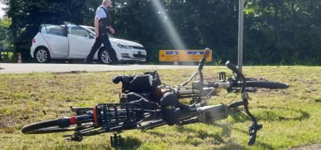 Gezin geschept door auto op grens bij Overdinkel: vrouw zwaargewond