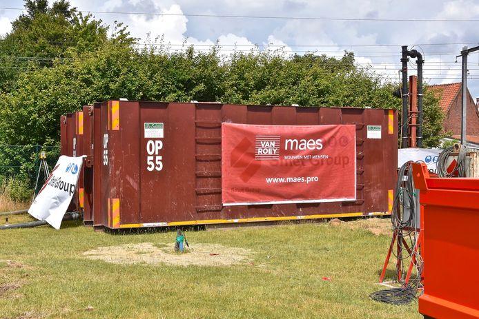 De werken aan 'De Zwemkom' zijn woensdag gestart - in deze containers wordt water opgeslaan