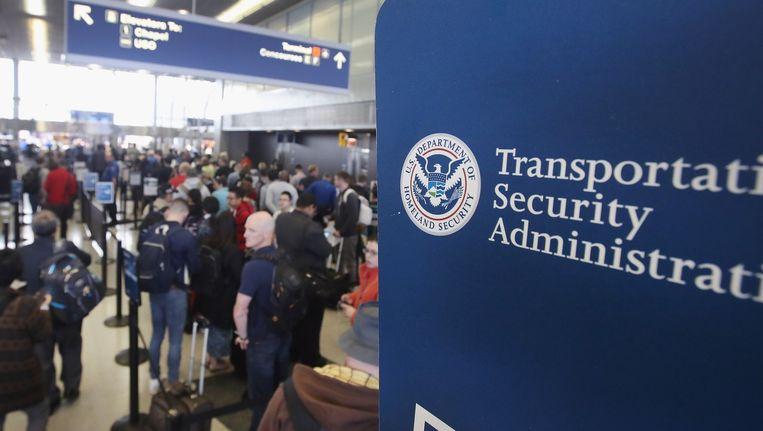 Reizigers in de rij voor de veiligheidscontrole in O'Hare International Airport in Chicago, Illinois. Beeld anp