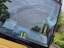 Jemeppe: il jette un pavé sur un bus TEC auquel il s'était vu refuser l'accès faute de masque