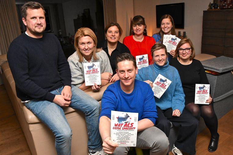 Vrienden en familie van Wannes Boudrez (uiterst links) organiseren op 15 februari de benefiet 'wat ALS liefde spreekt?' om hem en z'n gezin een hart onder de riem te steken en financieel te ontzorgen.