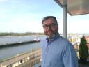 Ondernemer Robert Milder uit Tolkamer pitcht zijn idee voor circulaire meubels zondag in het tv-programma Dragen den op BBC 2.