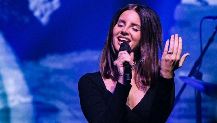 Lana Del Rey tijdens een optreden in New York. Beeld EPA