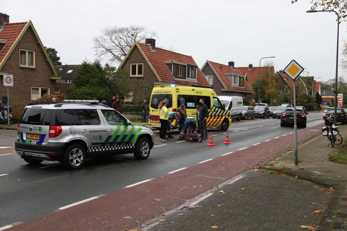De aangereden vrouw in Dieren is behandeld door ambulancepersoneel.