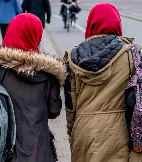 'Verwesterde' vrouwen mogen voorlopig in Nederland blijven