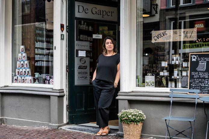 Karin Pijfers van drogisterij De Gaper aan de Lange Hezelstraat stopt ermee.