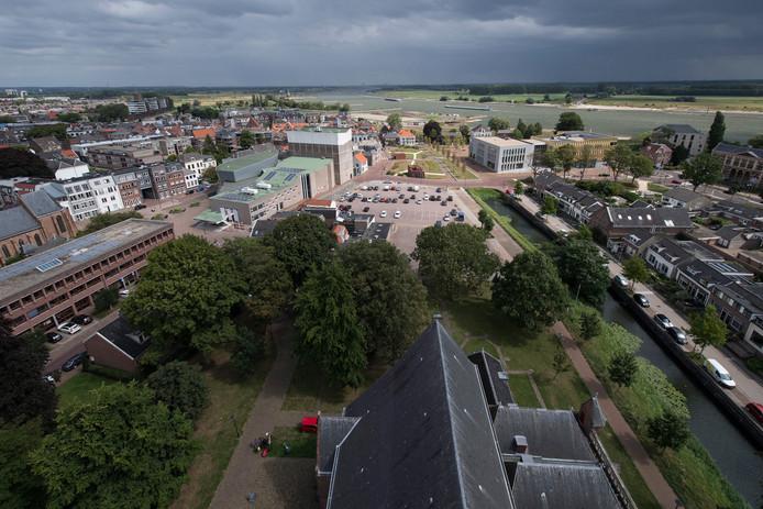 Uitzicht over Tiel en de rivier.