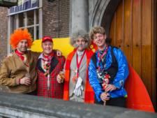 Slimste mens Klaas Dijkhoff als baron in de binnenstad van Breda